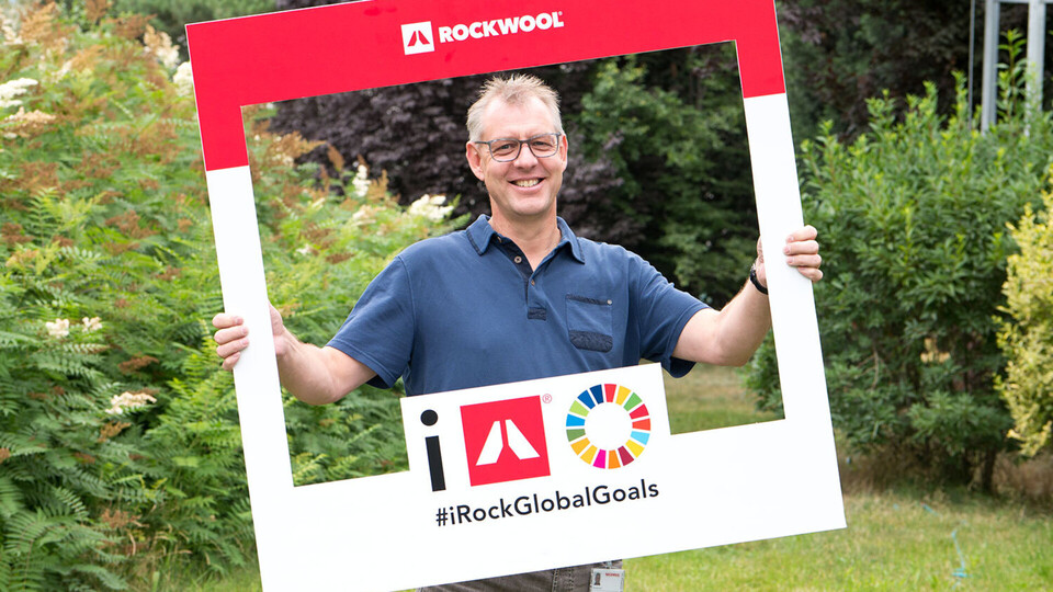 An employee promoting the #iRockGlobalGoals campaign. Keywords: Sustainable Development Goals, SGDs, Global Goals, Sustainability, Employees, Employee