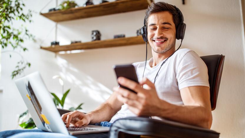 webinarium, on-line training, laptop, mobile, SKYPE, headphones