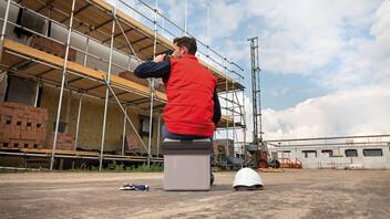 denk breder, naden plakken kost tijd, construction, construction site, construction worker
