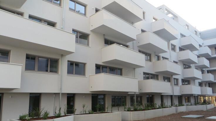 reference, decrock, attemsgasse 31, residential neighbourhood, residential building, oriel, facade, vienna, austria