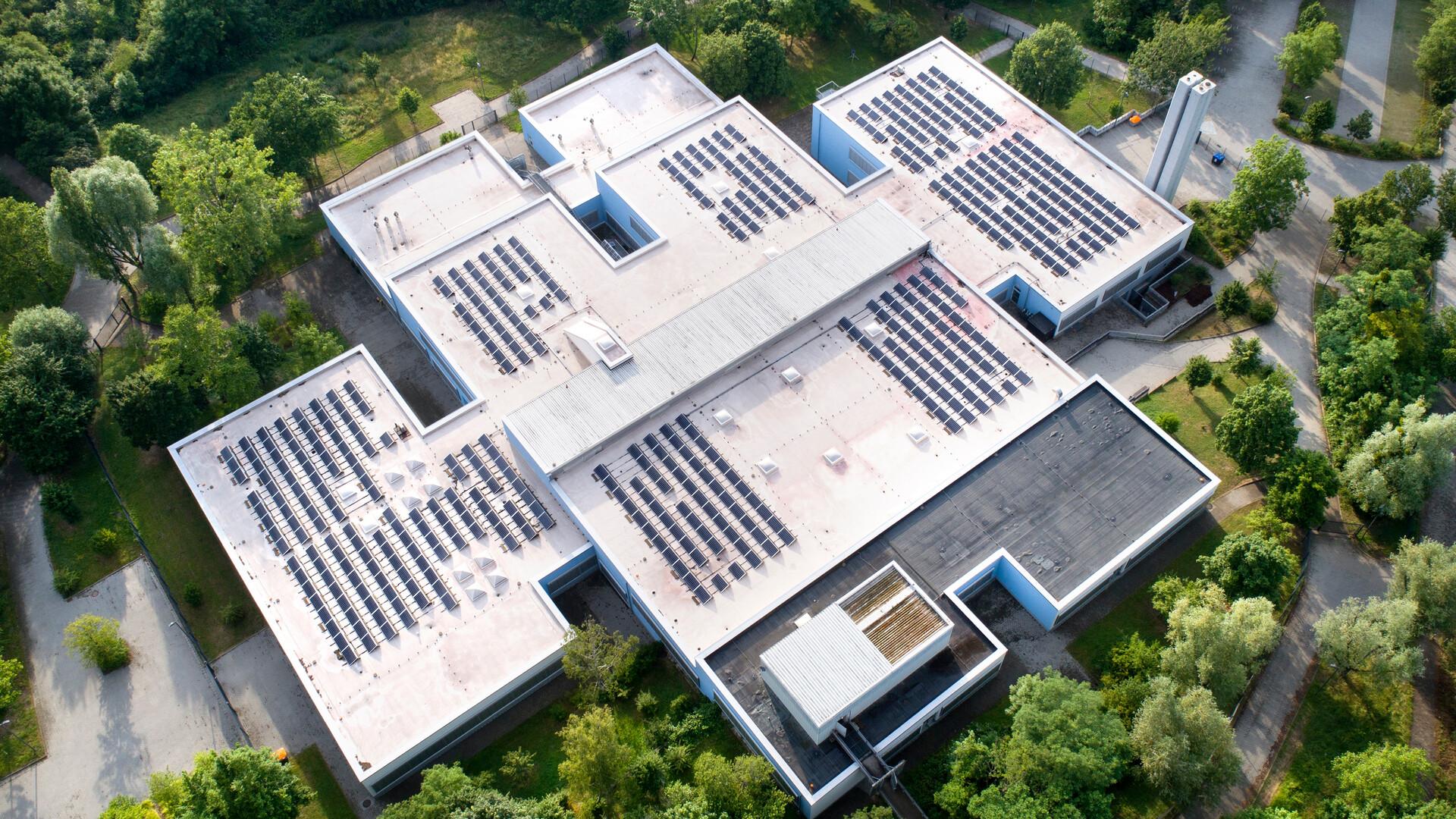 flat roof, solar panels, FRI, Metal Box