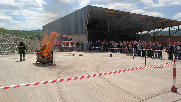 Students' visit to IST factory, Does it burn live test