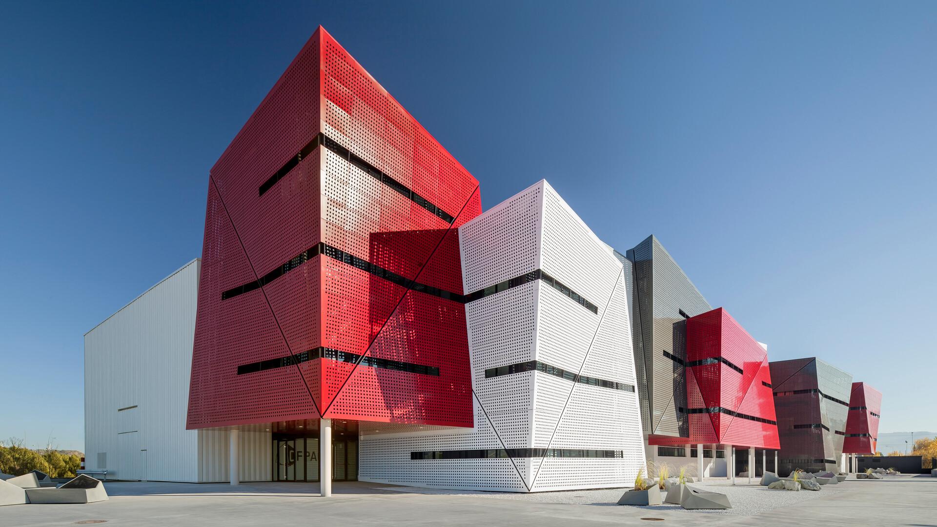 Automotive Vocational Training Centre in Martorell, Martorell, Spain, 5600 m2, 21500 ml Chicago Metallic grid, Marc Casany Estrada (CAAS Architects), TECAFRIC, Adrià Goula, ROCKFON Color-all, A24-edge, 600 x 600 x 20, Stone, T24 system 2850 color 54