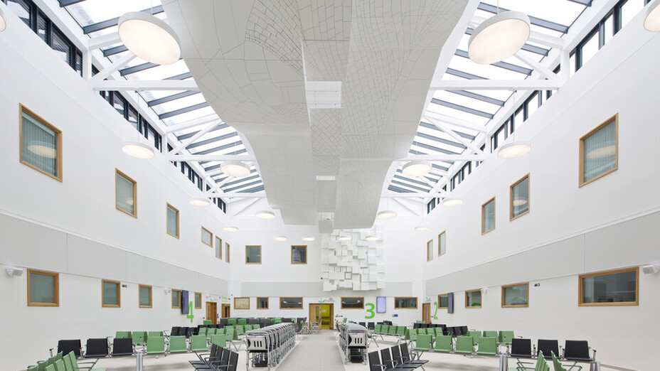 Morriston Hospital,UK,Swansea,Wales,IBI Nightingale,Art In Site - For Eclipse Islands creation,BAM Construction,Morriston Hosptial-Swansea,Richard Kemble Ceilings-Medicare and Bay Productions-Eclipse,Matt Livey,ROCKFON Eclipse,white